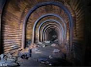 摄影师拍二战地下避难所锈迹斑驳