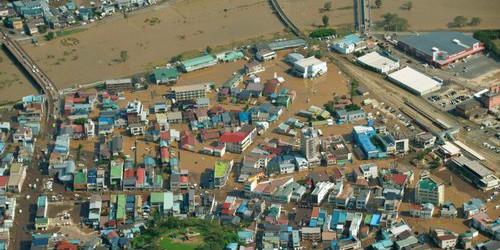 """强台风""""狮子山""""登陆日本引发洪水"""