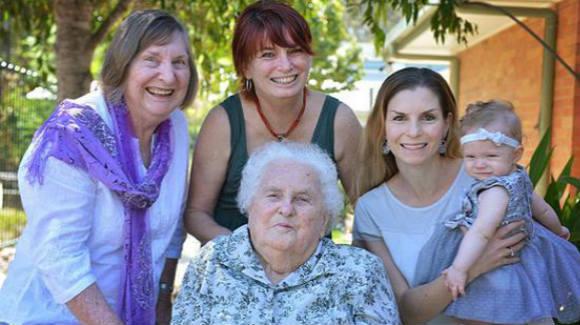 澳一家五代女性拍全家福 年龄最大相差100岁