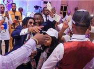 尼日利亚富豪婚礼上撒钱