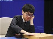 柯洁战AlphaGo托腮苦相 聂卫平正襟危坐