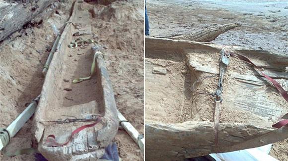 夫妇河边散步 意外发现1千年前独木舟
