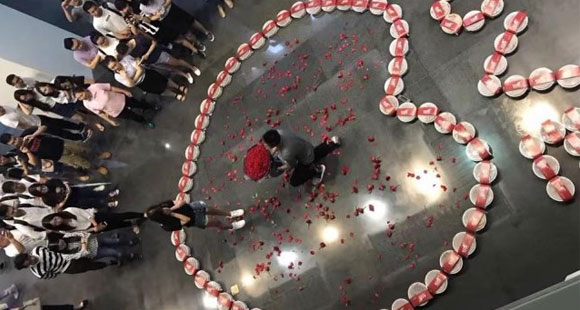 男子用99份小龙虾向女友求婚 结果......