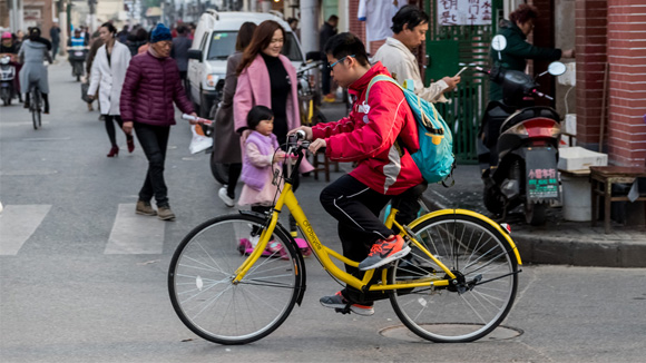 11岁男孩骑共享单车被撞身亡 家属索878万