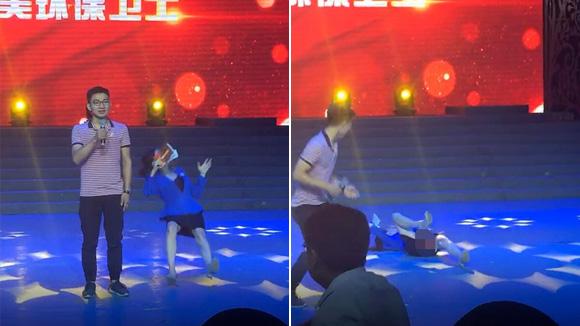 """邯郸1女主持人在台上突倒地 表情非常""""诡异"""""""
