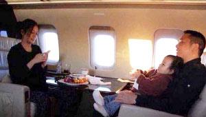 赵薇乘坐私人飞机出行 资产被意外曝光