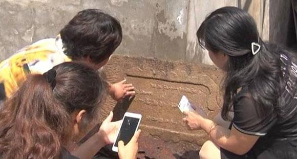 女子从自家猪圈拆出一块神秘石头 专家惊呆!