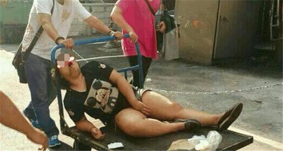 女子喝醉酒躺路边等人捡 一夜过去却是这结局