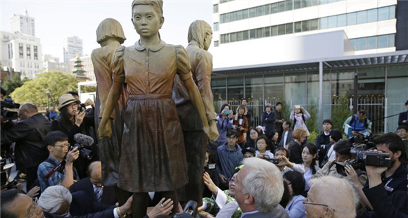 历史不会被歪曲:慰安妇纪念雕塑在旧金山揭幕
