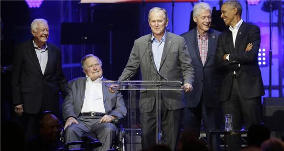 时隔4年 美国5名前总统再次同台