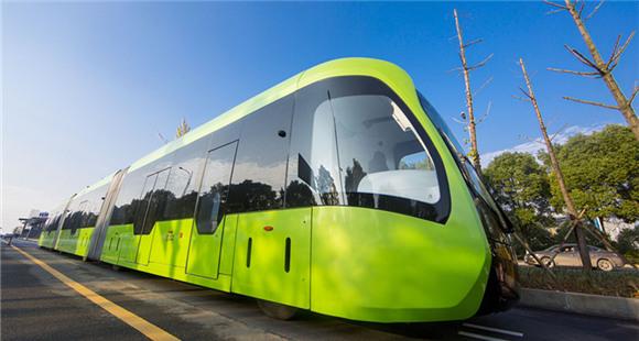 全球首列智轨列车在湖南试行 无人驾驶