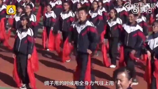 青海西宁二中一男生因魔性蒙古舞课间操成网红(视频)