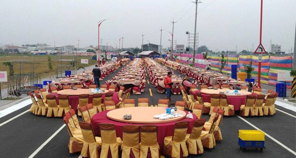 公务员封路摆酒 宴请600桌