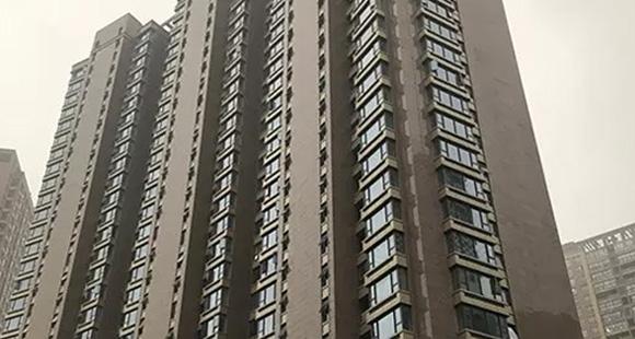 这幢33层江景房 敢一人坐电梯的业主都是勇士