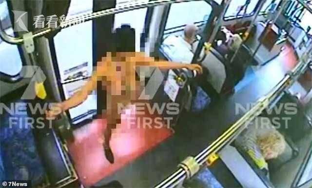 女子坐公交上车后突然脱光衣服 乘客吓得全逃走