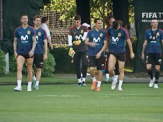 1日比赛西班牙队赛前采访训练视频