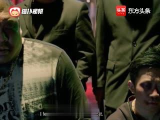 吴迪称自己大哥的脖子是达尔文进化论精品, 结果被打的跪着唱征