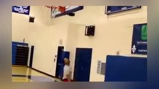 篮球教学:背后运球+背转身连续过人