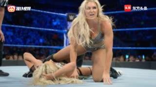 相互捶脸场面残暴!WWE元气少女实力压制女王夏洛特
