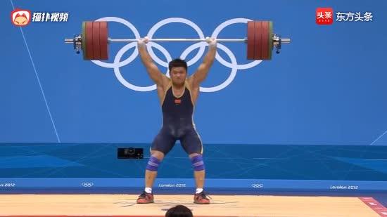 举重中国吕小军爆发打破两项世界纪录,中国吕浩杰受伤却捍卫荣誉