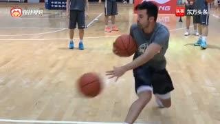 这篮球技巧厉害!美国知名训练师泰勒萨克曼 双手运球展示!