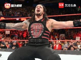 WWE当罗曼雷恩斯举起奖杯时刻,遭大白鲨偷袭,夺走奖杯!
