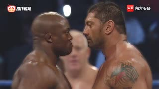 WWE坦克之战!!! 巴蒂斯塔对阵坦克鲍比拉什利最强烈的对抗