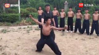 孟村八极拳名师杨国明指导徒弟丁金宝演练的单打