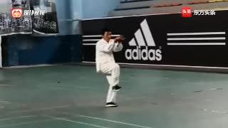祁县戴氏心意拳传人在体育馆演练的心意拳十大形