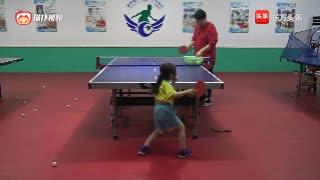 六岁小女孩乒乓球正手两点攻练习,这动作怎么样?