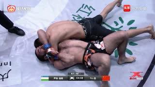 昆仑决擂台上演罕见一幕,乌小龙单臂三角锁勒懵对手获胜
