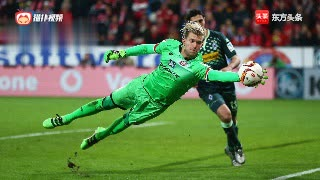 德甲赛场5大最佳精彩扑救,门将飞身扑救险些头撞门柱