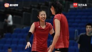 中国女排横滨适应场地,主二传丁霞热身活动依旧单练!