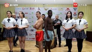 巅峰对决!七国拳手亮相世界格斗冠军赛 少林高手对战非洲悍将
