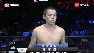 中国小将KO东欧拳王,重拳猛击多次倒地,裁判赶紧叫停