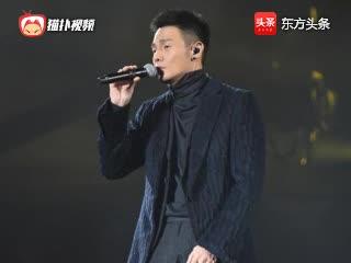 李荣浩练琴视频表情陶醉 网友逗趣调侃让他睁开眼