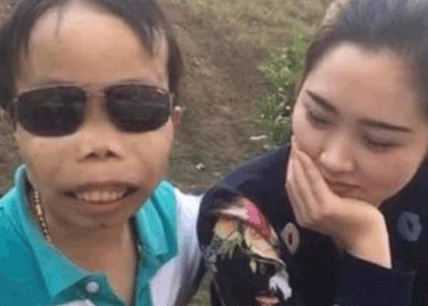 史上最丑富二代陈山:身价过亿 龅牙泡美女