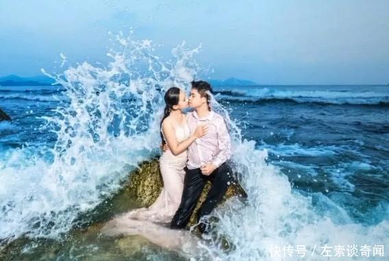 新人拍婚纱照忘我拥吻,忽然一阵浪袭来,下一幕尴尬了