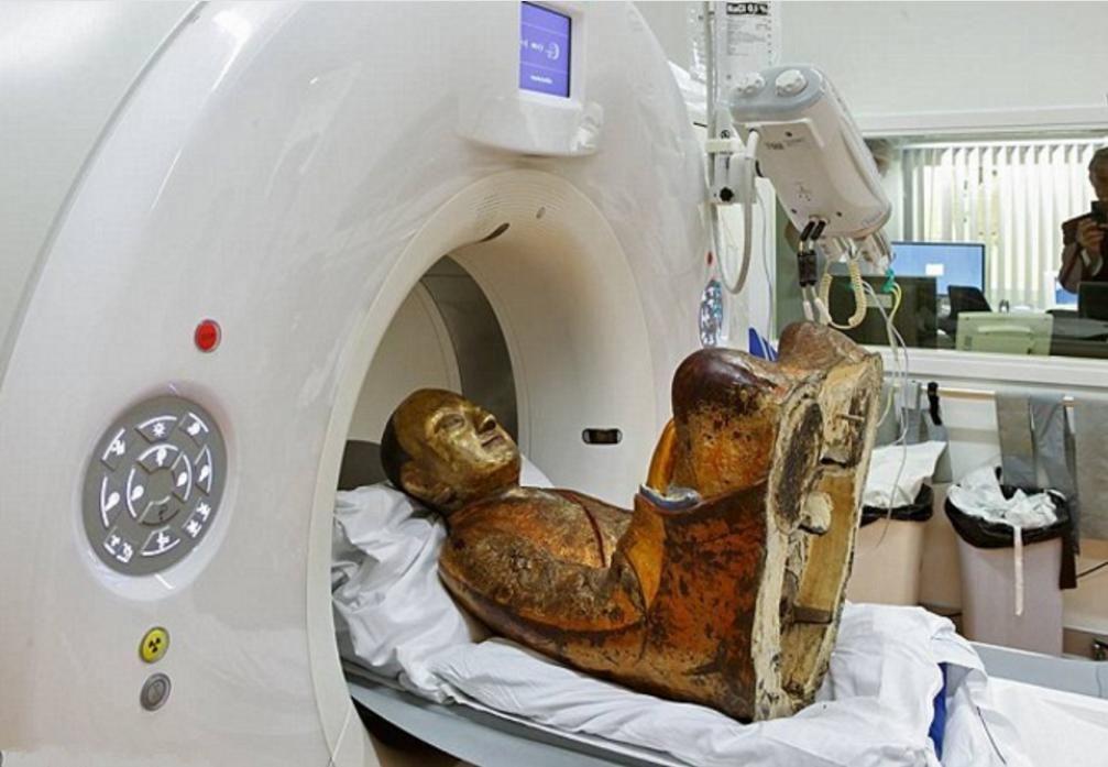专家用高科技仪器扫描佛像,发现其中惊天秘密!