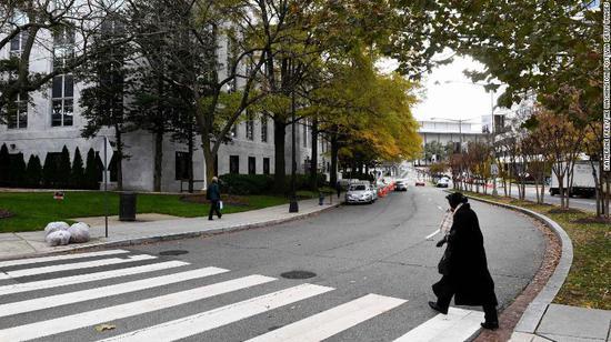 """该决议要求新罕布什尔州大道东侧的F街与华雷斯环(JuarezCircle)将被改名为""""卡舒吉街""""。(图:CNN)"""