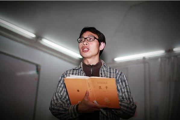 地震丢下学生自己逃命 11年后他现状如何了?